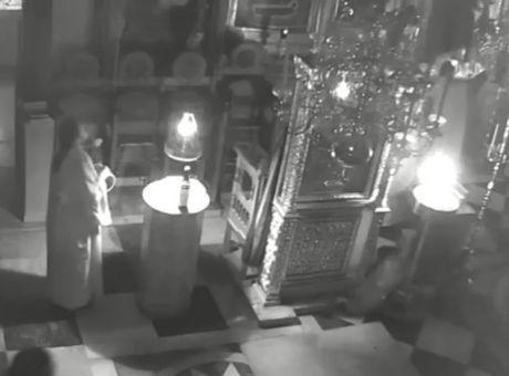 Η στιγμή που «χτυπούν» τα 5,2 Ρίχτερ χτυπούν το Άγιο Όρος (video)