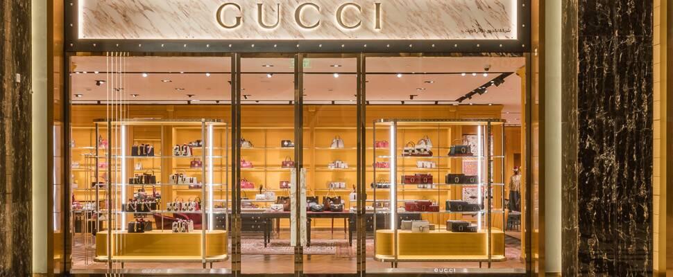 Η 35χρονη κληρονόμος του ομίλου Gucci μηνύει τον πατριό της για σεξουαλική κακοποίηση