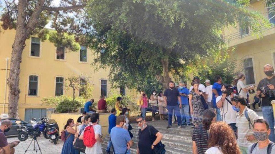 Χανιά: Φυλάκιση 14 μηνών στον γονέα για την επίθεση σε εκπαιδευτικό – Τι δήλωσε ο καθηγητής