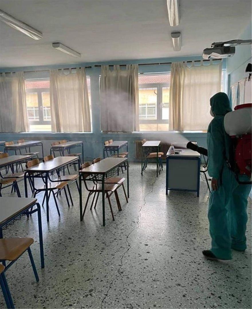 Ανησυχία στη Σκύδρα: Κρούσματα και σε μαθητές μετά το «λουκέτο» στην κονσερβοποιία
