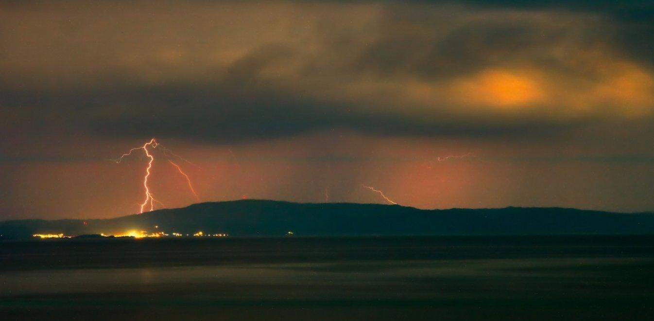 Ισχυρές καταιγίδες στο Ιόνιο – Πλημμύρισε η Κέρκυρα
