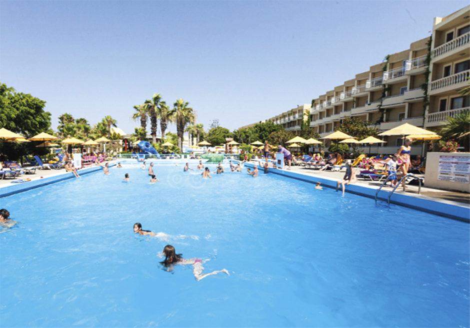 Αγωγή μαμούθ 2,5 εκατομμυρίων ευρώ από τους Γάλλους για τον πνιγμό των 2 παιδιών τους σε πισίνα ξενοδοχείου στη Ρόδο