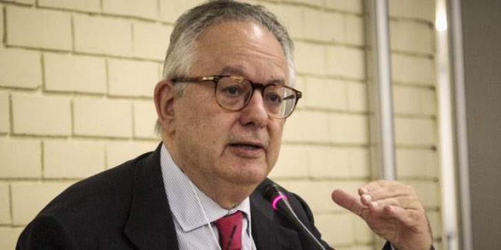 Καθηγητής Αλιβιζάτος κατά δικαστών: Κανένα δικαστήριο δεν έχει κηρύξει τον νόμο για τις συναθροίσεις αντισυνταγματικό