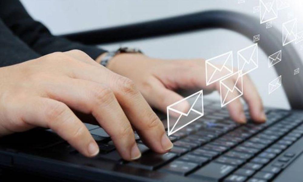 """Προσοχή απάτη: Τι να κάνετε αν λάβετε email από """"γνωστή εταιρεία"""" courrier – Οδηγίες από την ΕΛ.ΑΣ"""