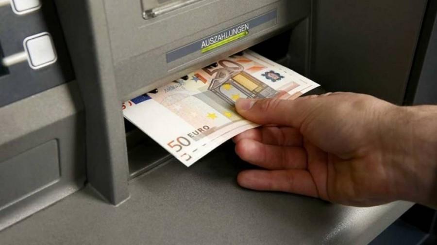 Ρόδος : Κάθειρξη 8 ετών σε 36χρονη – Ανάγκασε άνδρα να κάνει ανάληψη 2.500 ευρώ υπό την απειλή όπλου
