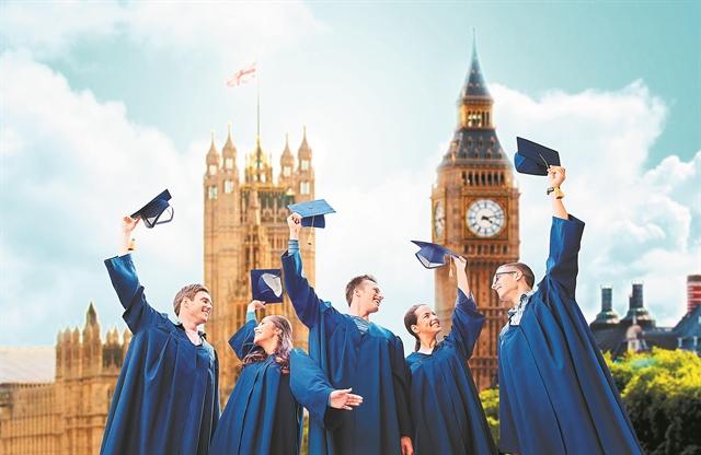 «Βόμβα» σε πανεπιστήμιο στη Βρετανία – 770 φοιτητές θετικοί στον ιό