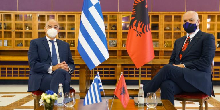 Στη Χάγη Ελλάδα και Αλβανία για τις θαλάσσιες ζώνες