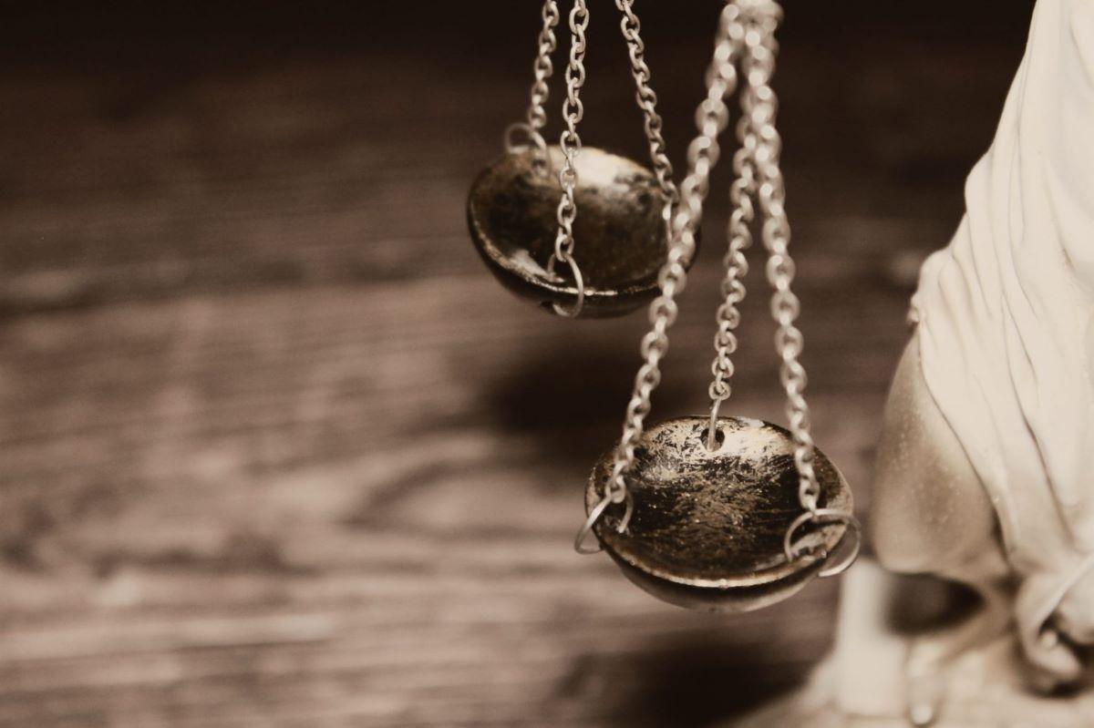 Ένωση Ποινικολόγων και Μαχόμενων Δικηγόρων: Καταγγέλλει αυθαίρετες και παράνομες συμπεριφορές αστυνομικών