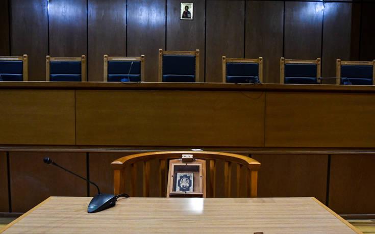Νεκρώνουν τα δικαστήρια (που υπολειτουργούν) οι δικαστικοί υπάλληλοι