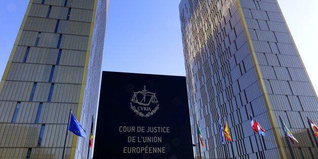 Δικαστήριο Ε.Ε: Οι κυβερνήσεις δεν μπορούν να έχουν ανεξέλεγκτη πρόσβαση στα τηλεφωνικά και τα ιντερνετικά δεδομένα των χρηστών