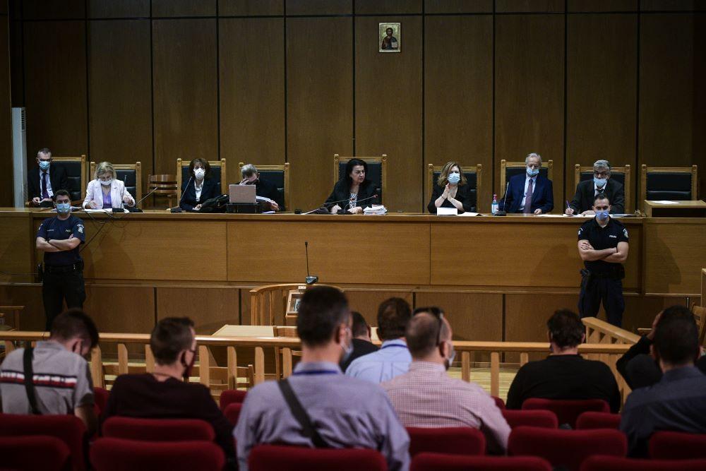 """Άρχισε η… """"παρέλαση"""" χρυσαυγιτών στο Εφετείο –  Τι λένε για να μην πάνε φυλακή – Συνεχίζεται την Παρασκευή η δίκη"""