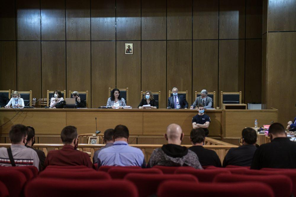 """Μισή χιλιετία μοίρασε το δικαστήριο στη Χρυσή Αυγή -Η τελική απόφαση για το """"διευθυντήριο"""" και τα μέλη"""