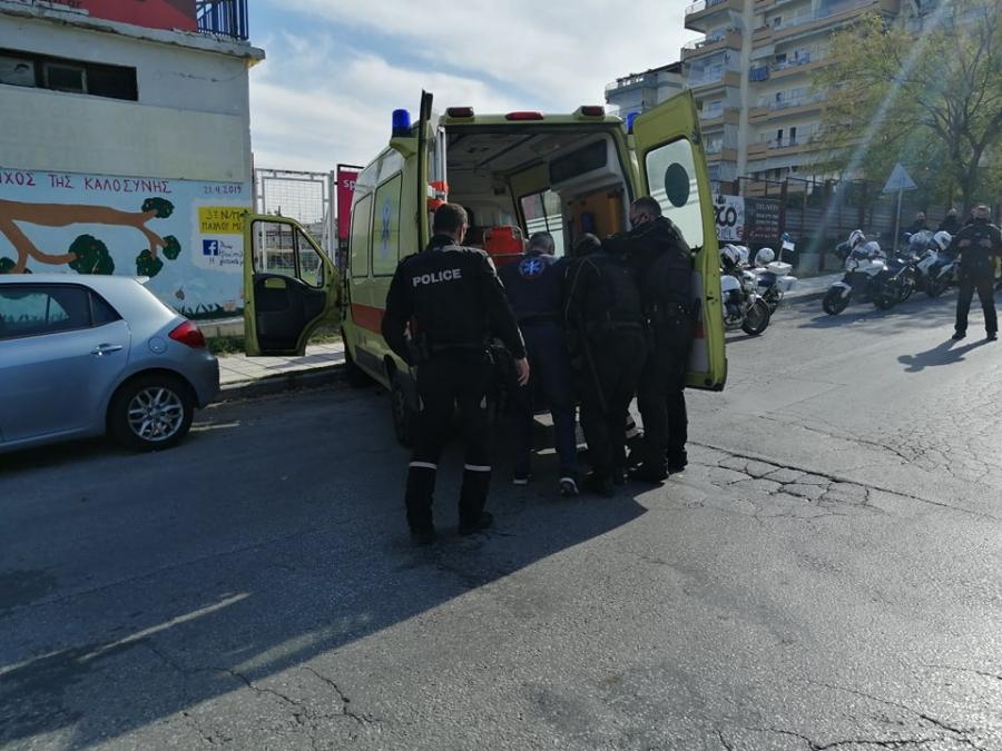 Θεσσαλονίκη: Επεισόδια με νεαρούς που ήθελαν να κάνουν παρέλαση – Τραυματίστηκε αστυνομικός – ΒΙΝΤΕΟ