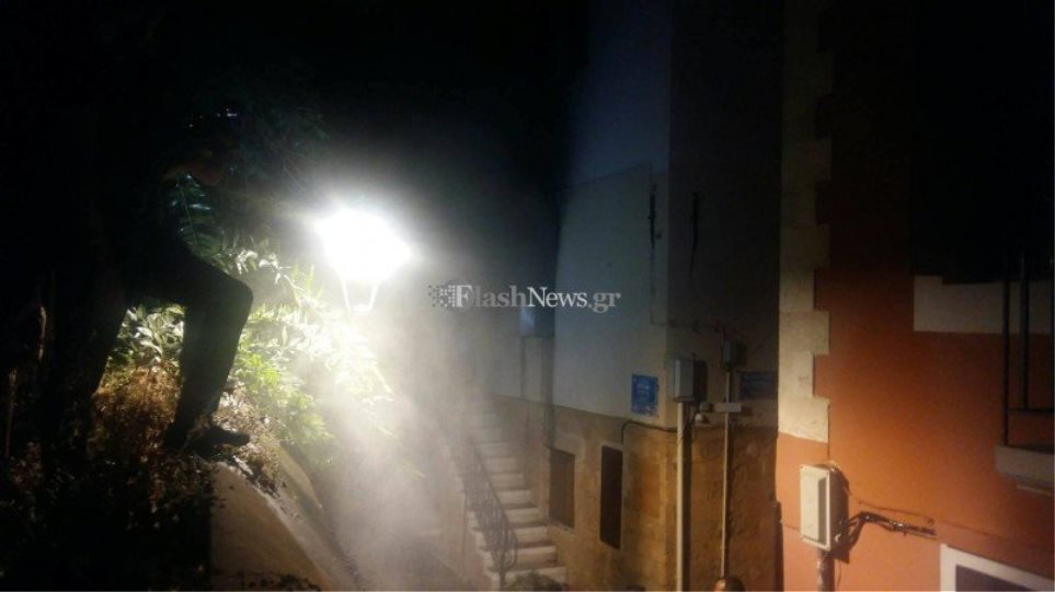 Χανιά: Έβαλε φωτιά στο σπίτι για να εκδικηθεί τη σύζυγό του επειδή τον χώρισε (Βίντεο)