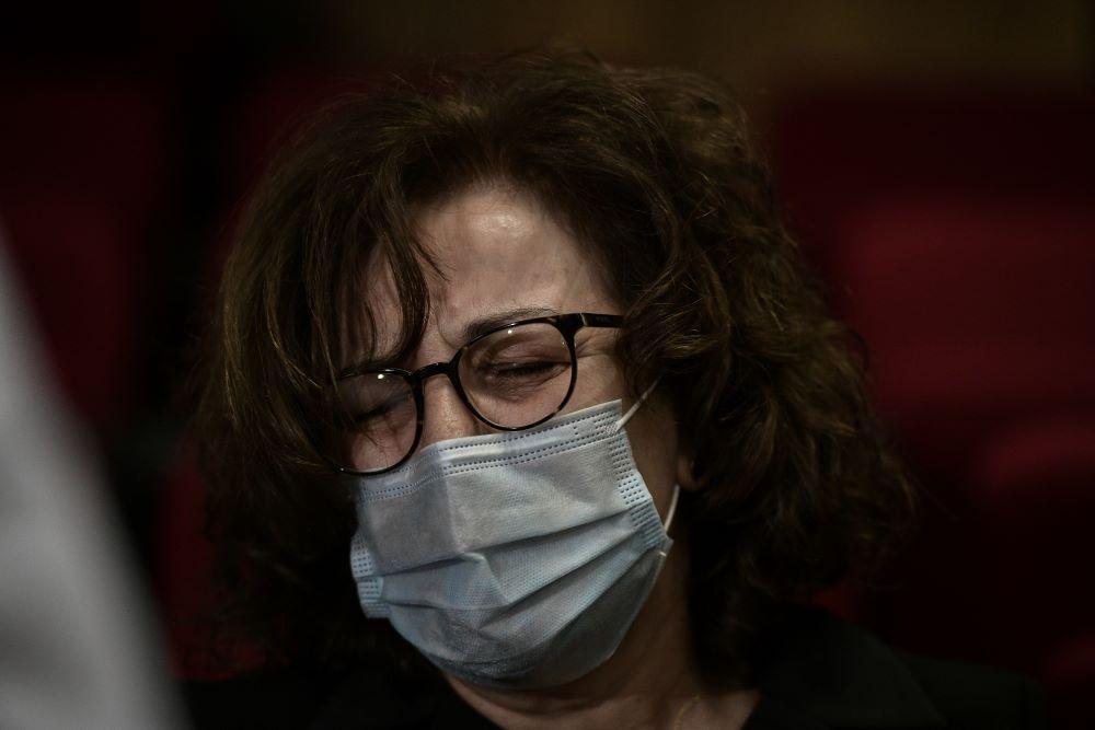 Τα δάκρυα χαράς της Μάγδας Φύσσα – Το συγκινητικό αντίο στους δικηγόρους πολιτικής αγωγής – ΦΩΤΟ – ΒΙΝΤΕΟ