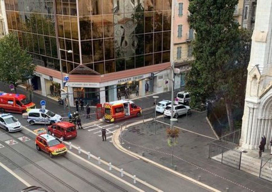 Συναγερμός στη Γαλλία: Επίθεση με μαχαίρι στη Νίκαια – 3 νεκροί και πολλοί τραυματίες – Μια γυναίκα αποκεφαλίστηκε – ΒΙΝΤΕΟ