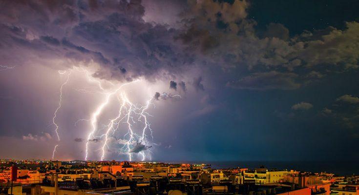 """Κακοκαιρία: """"Γραμμή λαίλαπας σάρωσε"""" την Αττική –  Που θα είναι έντονα τα φαινόμενα τις επόμενες ώρες – BINTEO"""