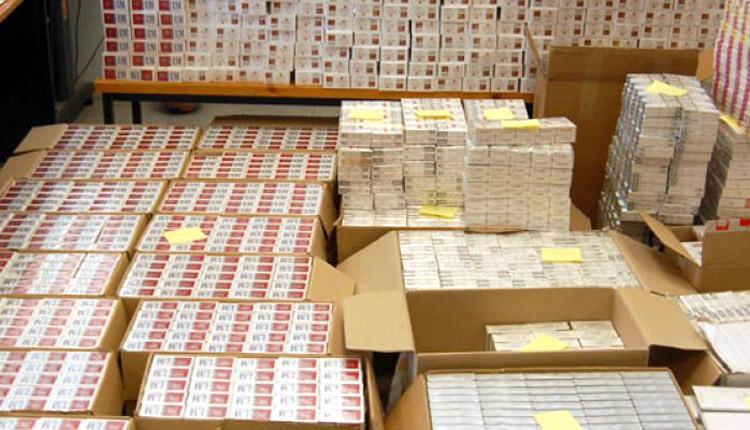 Πάτρα: Τους έπιασαν την ώρα που ξεφόρτωναν 6.000 πακέτα με λαθραία τσιγάρα