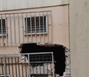 Διάρρηξη αλά… Χόλιγουντ σε κυλικείο σχολείου στη Γκράβα – Έσπασαν τα κάγκελα και έριξαν τον τοίχο – ΒΙΝΤΕΟ