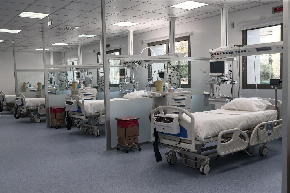 Οι αντιδράσεις των κομμάτων στην επίταξη των ιδιωτικών κλινικών από την κυβέρνηση