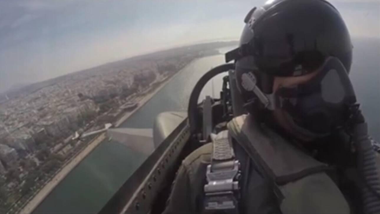 Ρίγη συγκίνησης σε όλη την Ελλάδα – Το μήνυμα του πιλότου της Πολεμικής Αεροπορίας: «ΟΧΙ, το πιο ηχηρό μήνυμα παγκόσμιας ιστορίας» – ΒΙΝΤΕΟ
