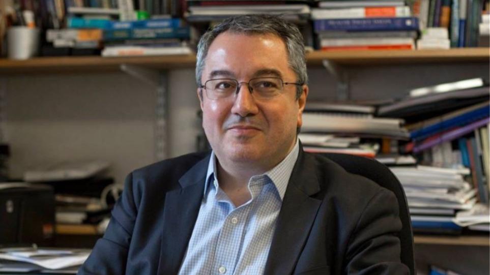Ηλίας Μόσιαλος : Πως πρέπει να ανακοινώνονται τα κρούσματα τώρα που η κατάσταση τείνει να ξεφύγει