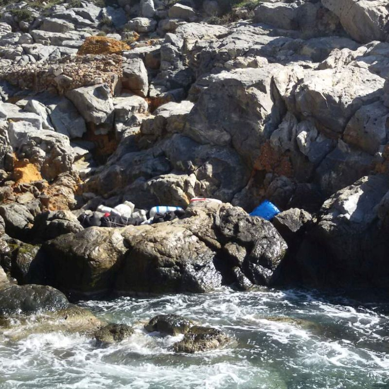 Έναν τόνο κάνναβης μέσα σε σκάφος εντόπισε το Λιμενικό στο Ταίναρο(φωτογραφίες)
