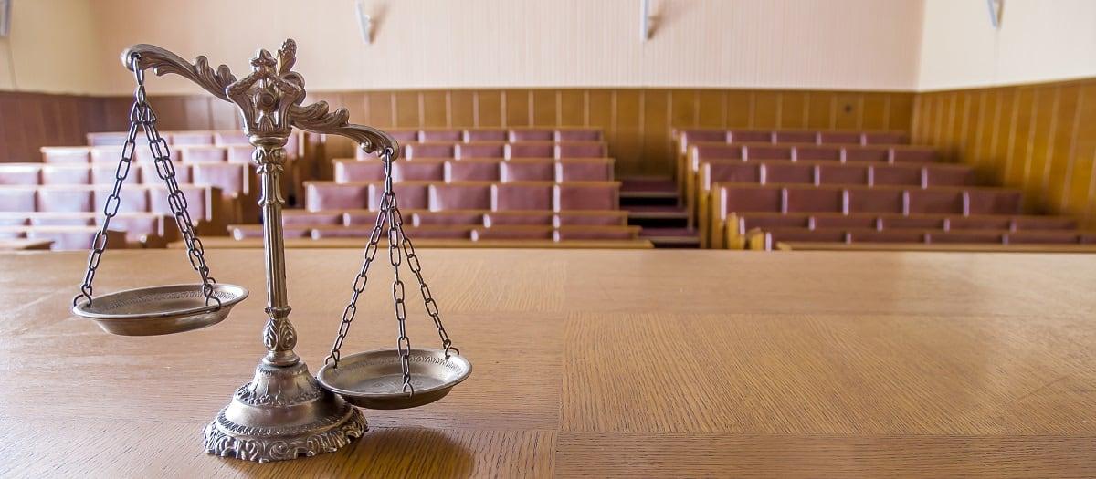 Απόλυση συνδικαλιστικού στελέχους λόγω προσκόμισης πλαστού πιστοποιητικού προϋπηρεσίας – Δεδικασμένο αποφάσεων του ΣτΕ