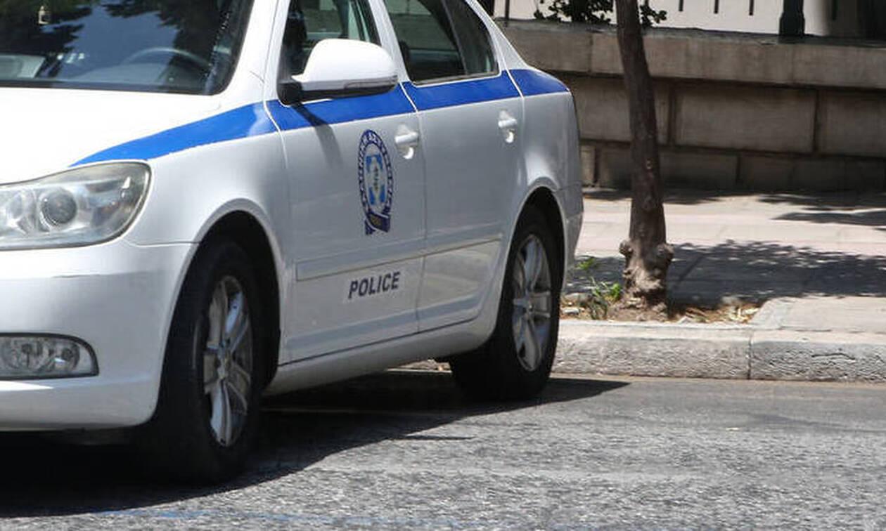 Μενίδι: Άνδρας βρέθηκε μαχαιρωμένος στο δρόμο – Ύποπτος ο αδελφός του