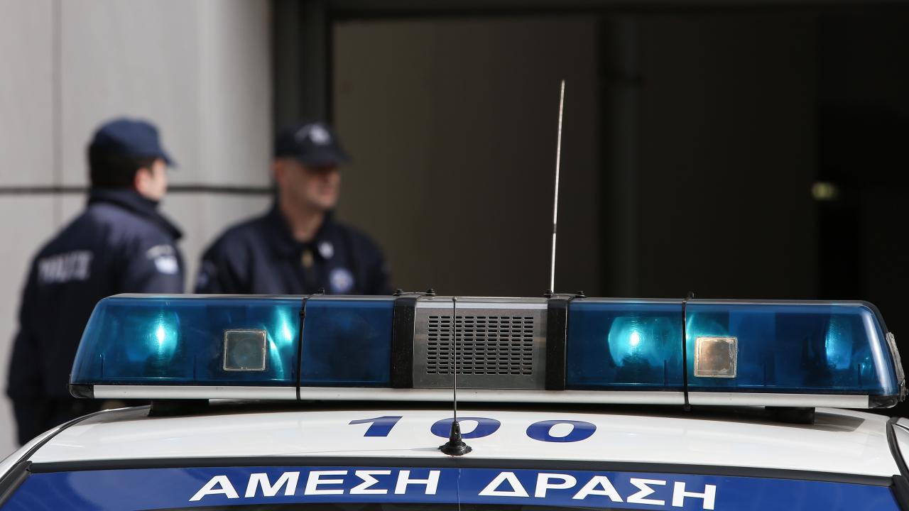 """Ζευγάρι γνωστών κομμωτών τα θύματα της ληστείας στο Περιστέρι – """"Μπήκαν με όπλα και βαριοπούλα"""" – Οι δράστες ήταν """"διαβασμένοι"""" – ΒΙΝΤΕΟ"""