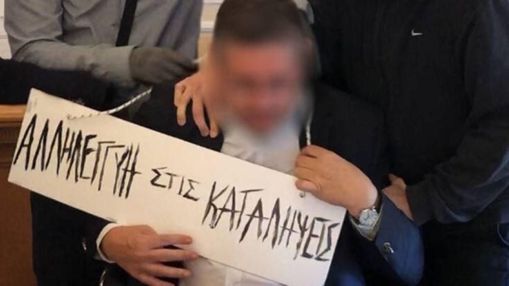 Στον ανακριτή οι 8 κατηγορούμενοι για τη χυδαία διαπόμπευση του Πρύτανη της ΑΣΟΕΕ