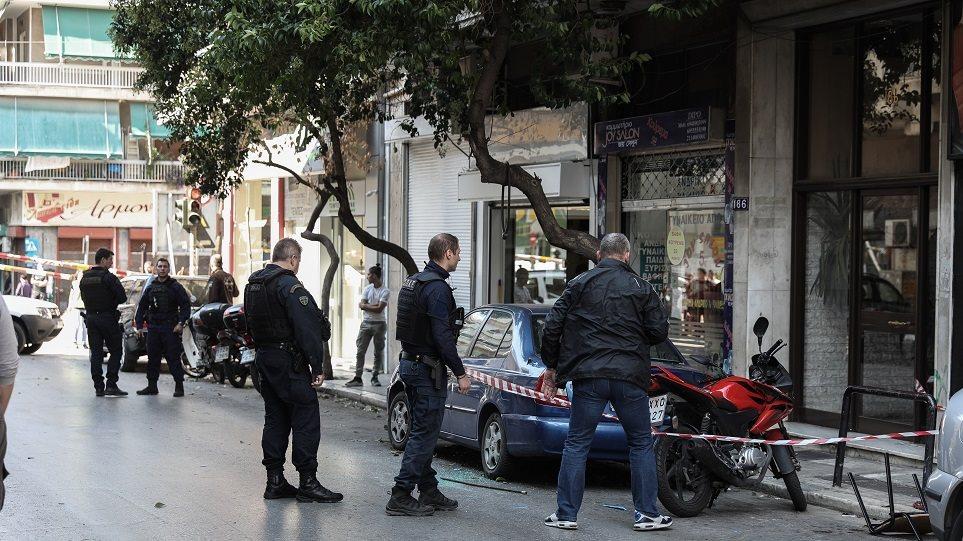 Βίντεο – Ντοκουμέντο: Ρομά αντάλλαξαν πυροβολισμούς στο κέντρο της Αθήνας -Τραυματίστηκε οδηγός μοτοσυκλέτας