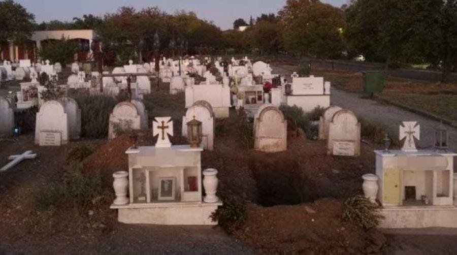 Μακάβριες εικόνες στη Θεσσαλονίκη: Σκάβουν νέους τάφους για τα θύματα του κορονοϊού – ΦΩΤΟ