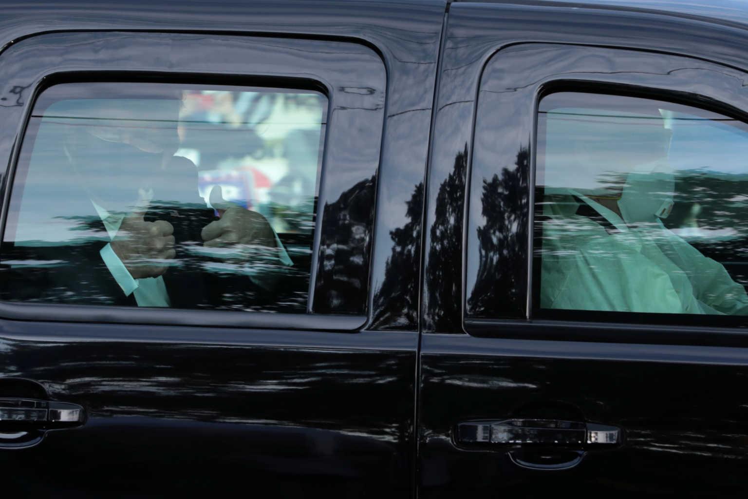"""Σάλος με το σόου του ασθενή Τράμπ με φόντο τη δημοσκόπηση """"μαχαιριά """" – Έκανε βόλτα έξω από το νοσοκομείο – ΒΙΝΤΕΟ – ΦΩΤΟ"""