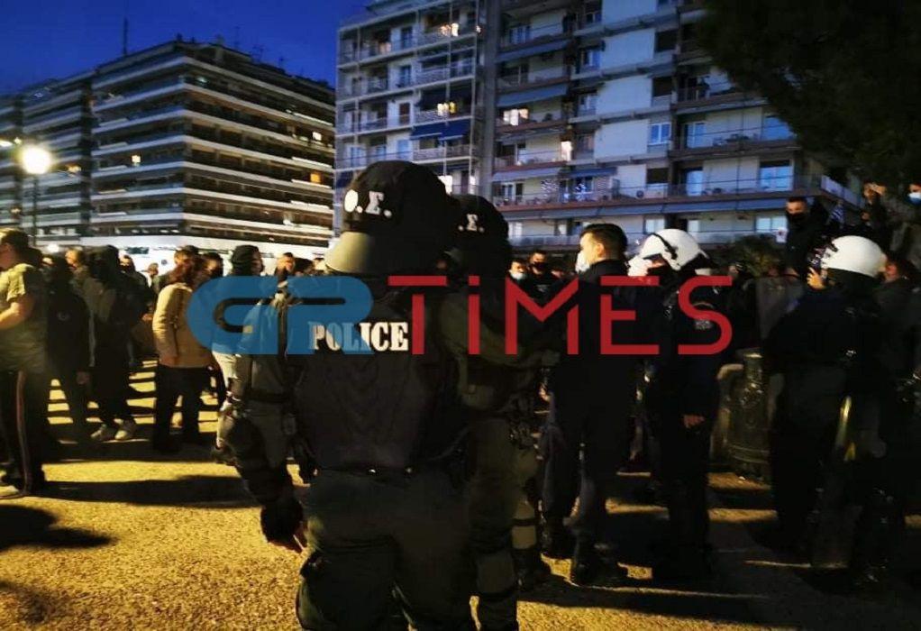 Θεσσαλονίκη: Επεισόδια μεταξύ διαδηλωτών και αστυνομικών στη συγκέντρωση κατά του lockdown (ΒΙΝΤΕΟ)