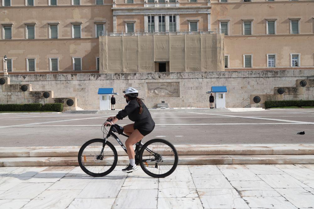 Ζωή… ποδήλατο για να βγει η καραντίνα