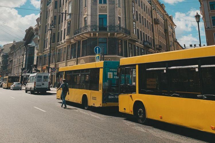 Ρωσία: Άνδρας σκότωσε συνεπιβάτη του επειδή του ζήτησε να φορέσει μάσκα στο λεωφορείο