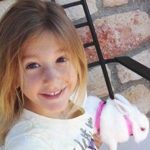 7χρονη Αναστασία: Ξεκίνησε το ταξίδι της ελπίδας προς το Χιούστον -Το ευχαριστώ των γονιών