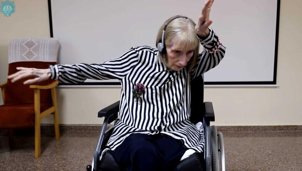 """Όταν τα λόγια είναι φτωχά: Μπαλαρίνα με αλτσχάιμερ ακούει τη """"Λίμνη των Κύκνων"""" και θυμάται τις κινήσεις – ΒΙΝΤΕΟ"""
