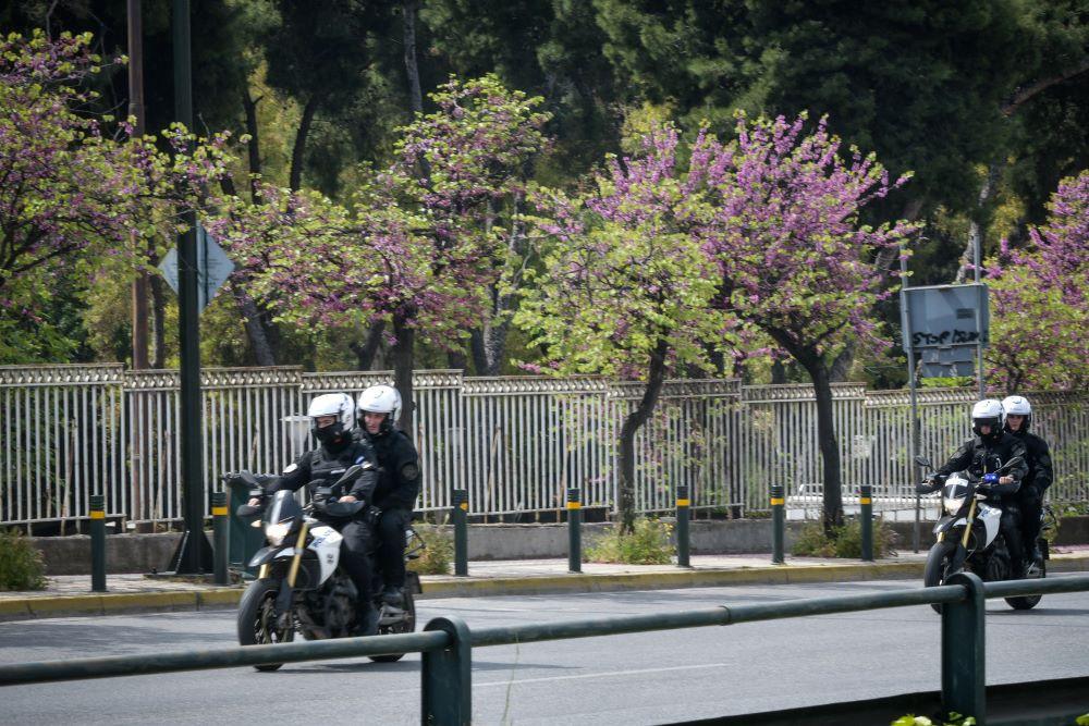 Τροχαίο στο κέντρο της Αθήνας: Οδηγός παρέσυρε μηχανή της ομάδας ΔΙΑΣ στη Βασιλίσσης Σοφίας  – Δύο τραυματίες