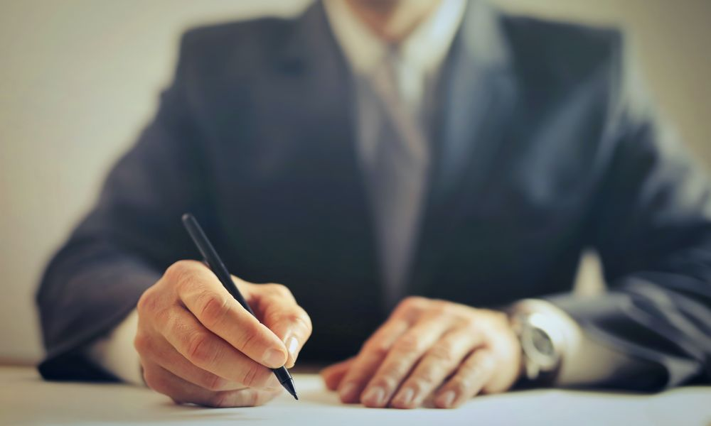 Σύμβαση εμμίσθου δικηγόρου στον δημόσιο τομέα