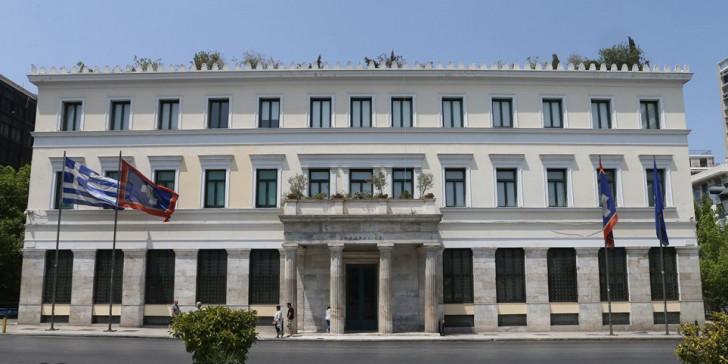 """""""Η κυβέρνηση κάνει κουρέλι το Σύνταγμα""""! Χαμός στο δημοτικό συμβούλιο της Αθήνας για την επέτειο του Πολυτεχνείου"""
