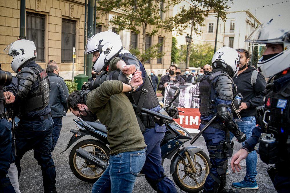 ΚΚΕ : Όργιο κυβερνητικού αυταρχισμού, αστυνομικής βίας και καταστολής.