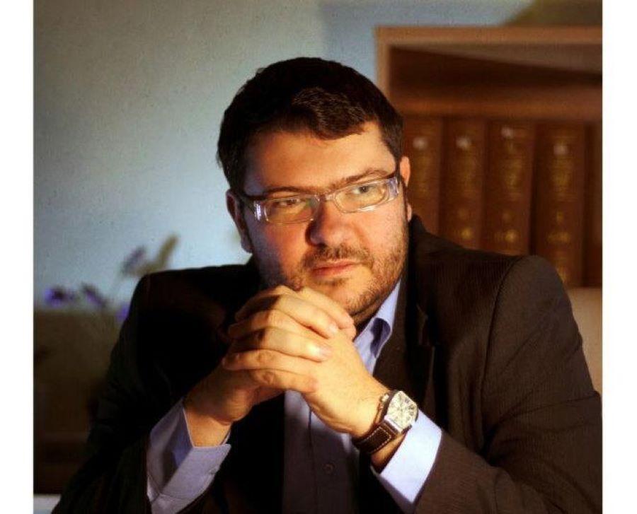 Γιάννης Καϊντάσης: Η βιομηχανία της «ταμπέλας» και η επίδραση στην κοινωνία