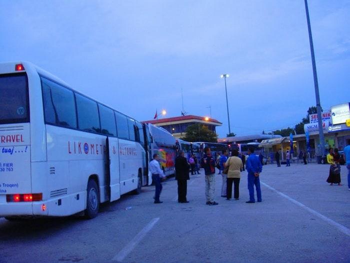 Γύρισαν στην Αλβανία δύο λεωφορεία με εργάτες γης – Bρέθηκαν αρκετοί θετικοί στον ιό