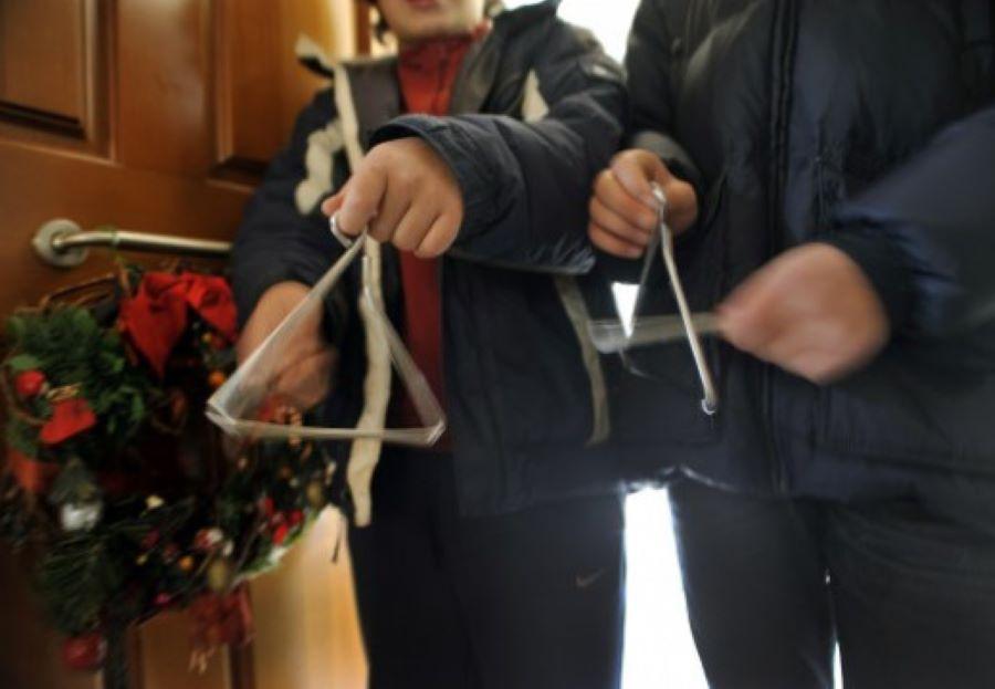 Είναι επίσημο: Χριστούγεννα χωρίς παιδικά κάλαντα στους δρόμους