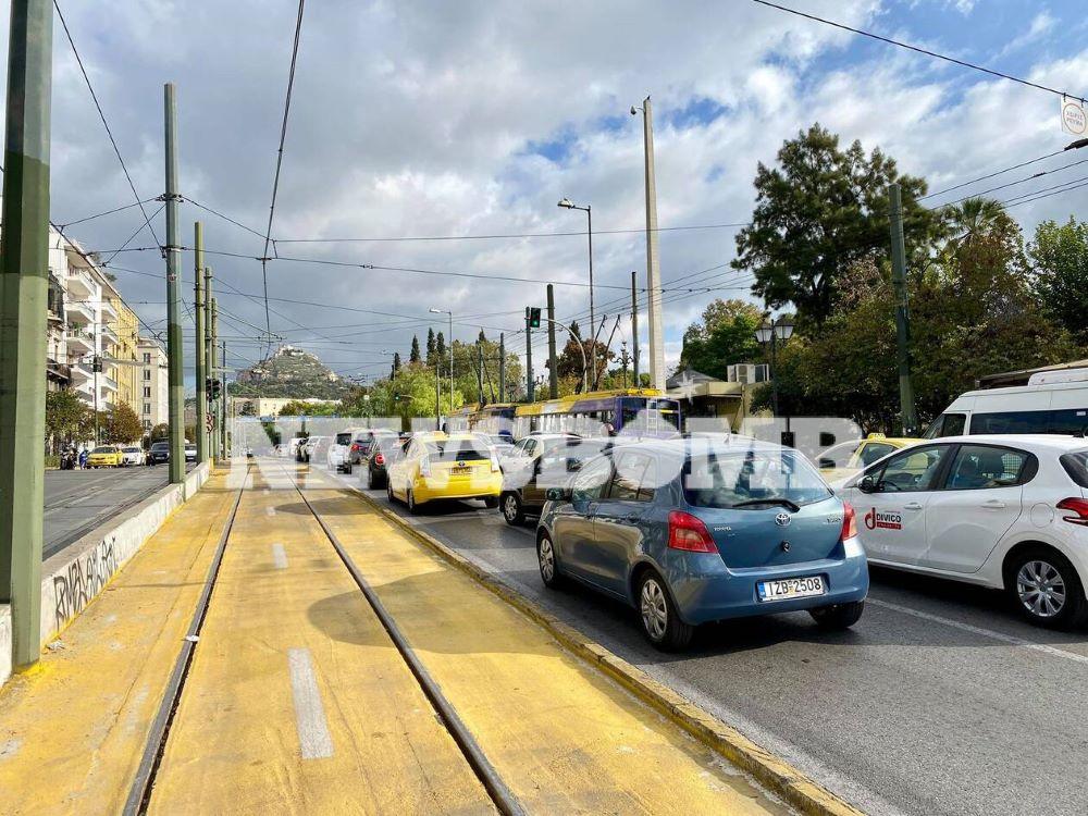 Ποιο lockdown; Στους δρόμους της Αθήνας γίνεται… της κίνησης – ΒΙΝΤΕΟ – ΦΩΤΟ