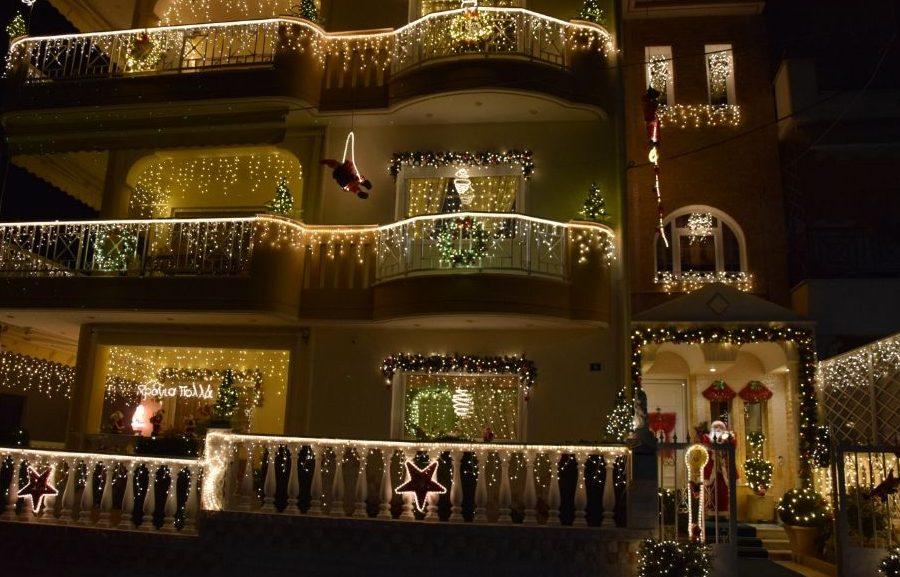 """Σε πείσμα της πανδημίας … άναψε και φέτος τα λαμπιόνια του """"το σπίτι των Χριστουγέννων"""" στη Καβάλα  (ΒΙΝΤΕΟ, ΦΩΤΟ)"""