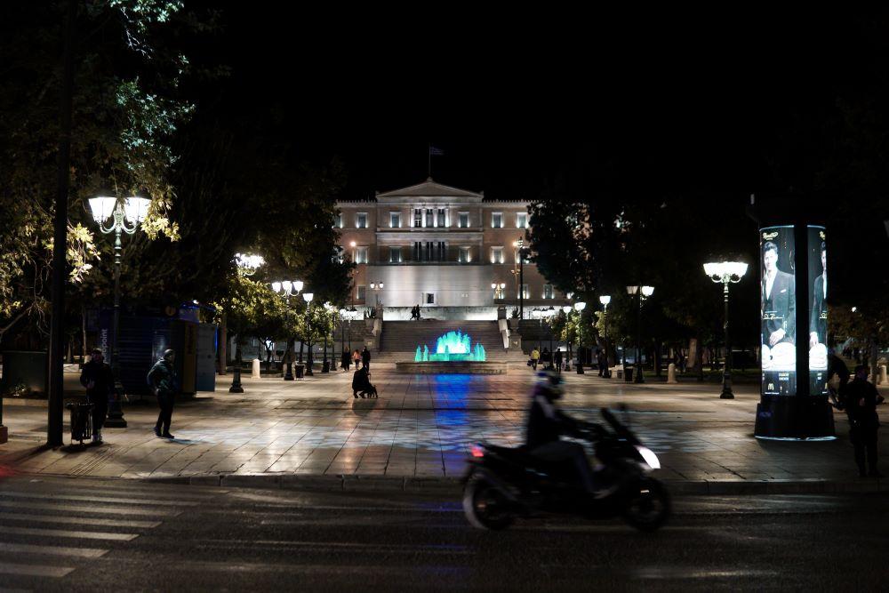 Παρασκευή και 13 με απαγόρευση κυκλοφορίας σε όλη την Ελλάδα από τις 9 το βράδυ έως τις 5 το πρωί – Τι επιτρέπεται, τι απαγορεύεται – Τι sms στέλνουμε – BINTEO