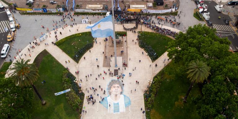 Σε λαϊκό προσκύνημα η σορός του Ντιέγκο Μαραντόνα (ΒΙΝΤΕΟ)